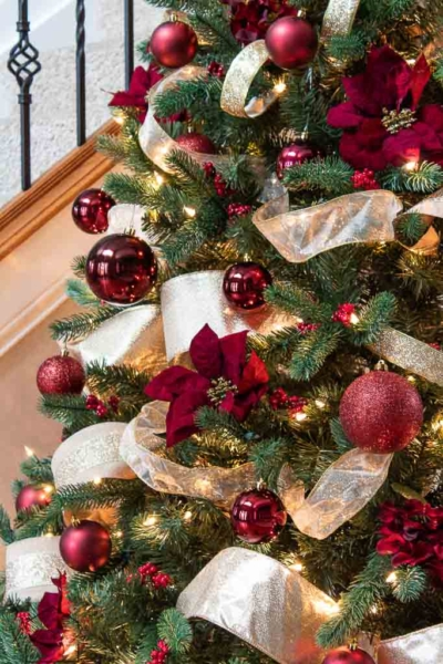 How to Decorate a Christmas Tree Like a Designer