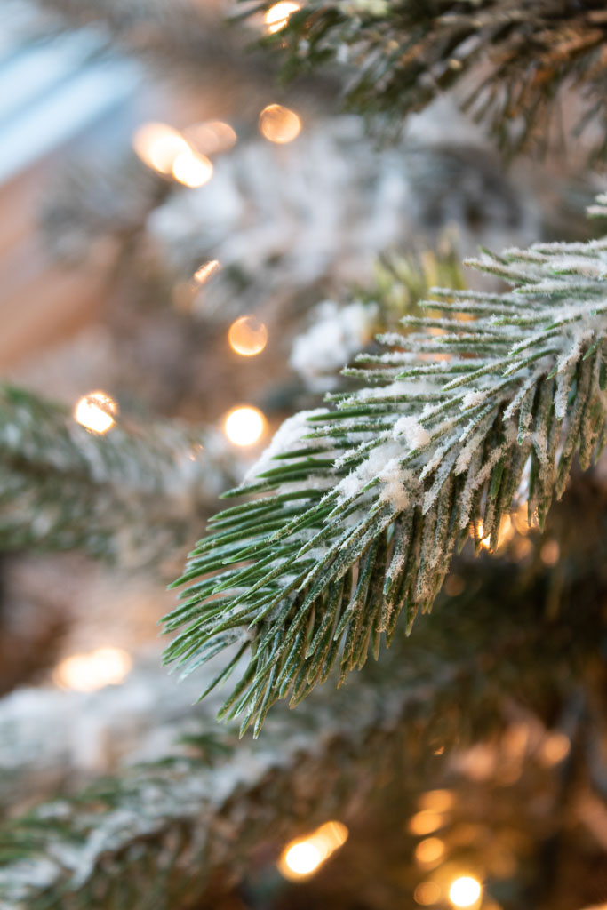 How to Flock a Christmas Tree (The easy Way)