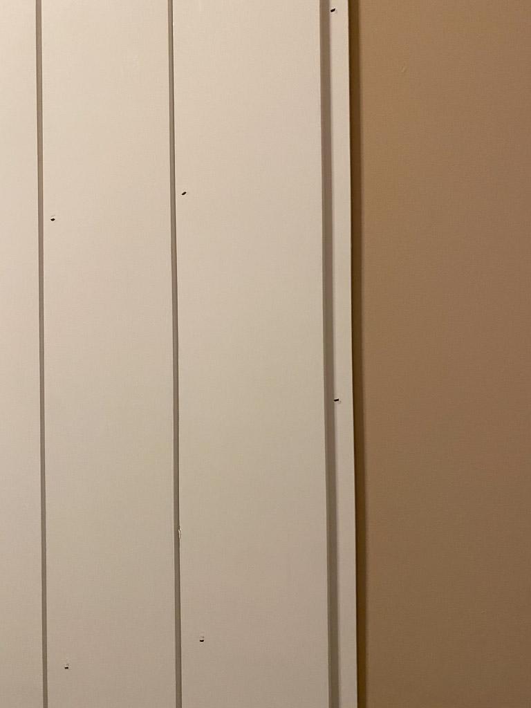 installing vertical shiplap